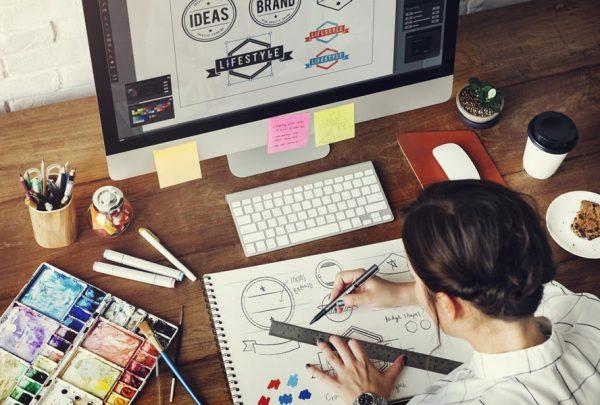 desainer grafis bagi bisnis travel